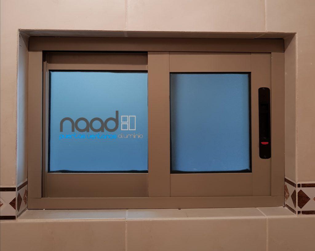 Ventana corrediza para ba o naad for Tipos de ventanas de aluminio para banos